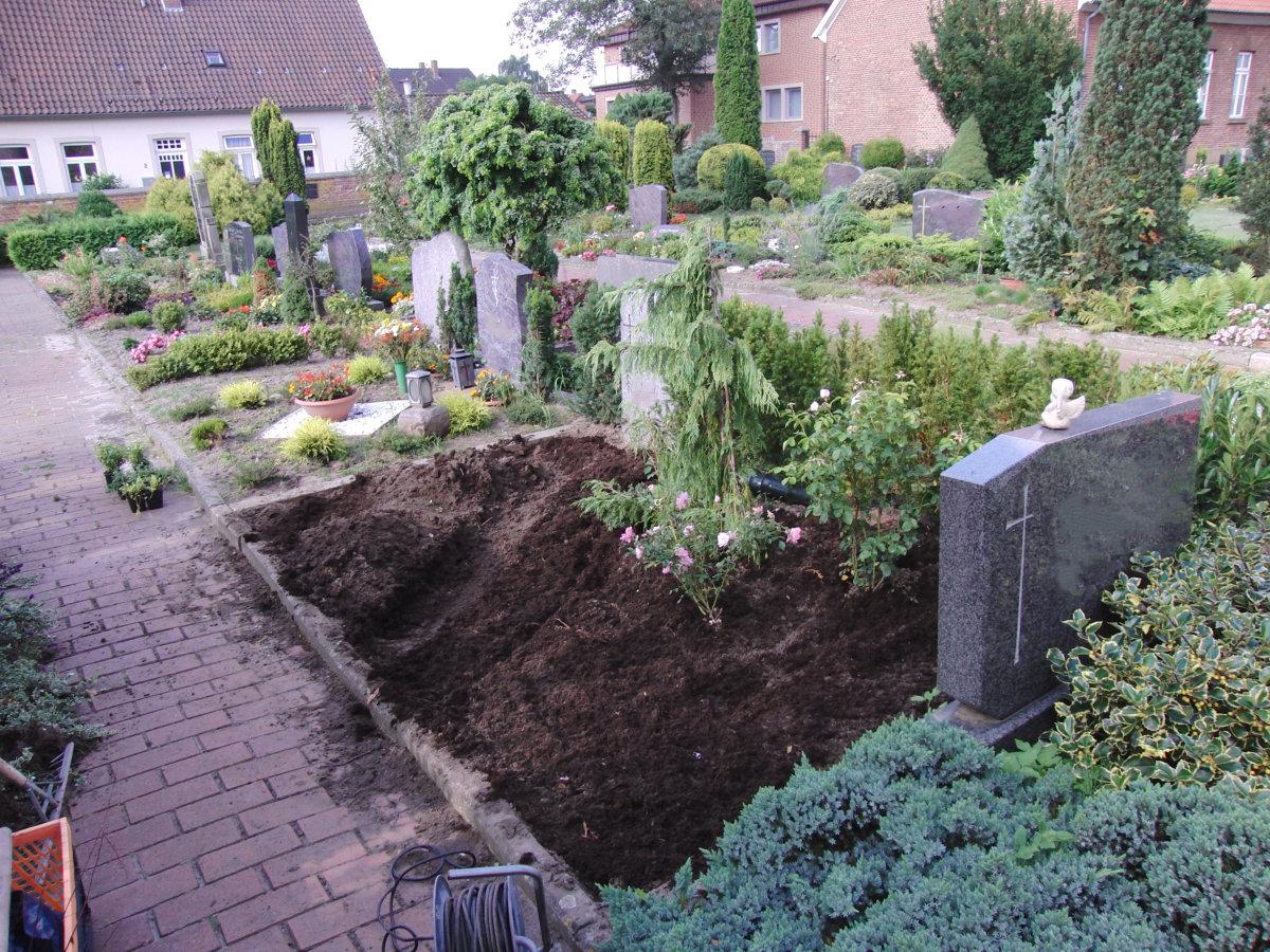 Trigala Armin Trimpe - Pflegearbeiten - Grabpflege - Bild 01
