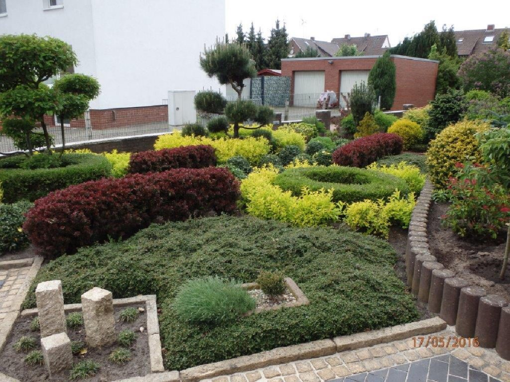 Trigala Armin Trimpe - Gartencenter - Ausstellung - Pflaster- & Pflanzbeispiele - Vorgartenbepflanzung
