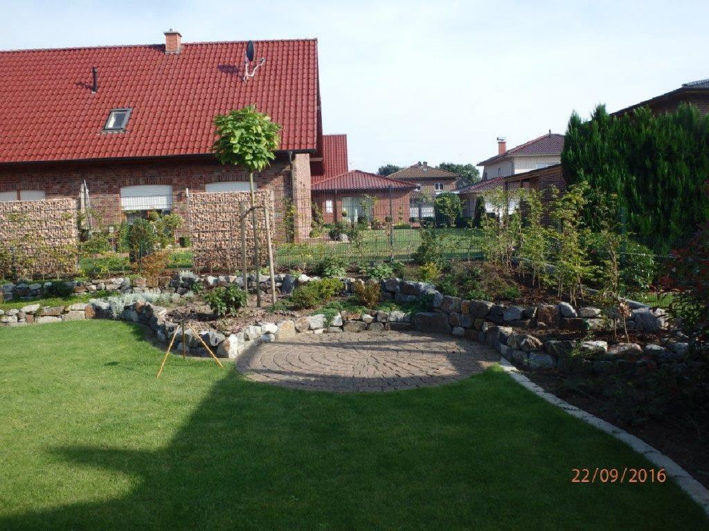 Trigala Armin Trimpe - Gartencenter - Ausstellung - Pflaster- & Pflanzbeispiele - Kombination Baum, Hecke , Sträucher und Bodendecker